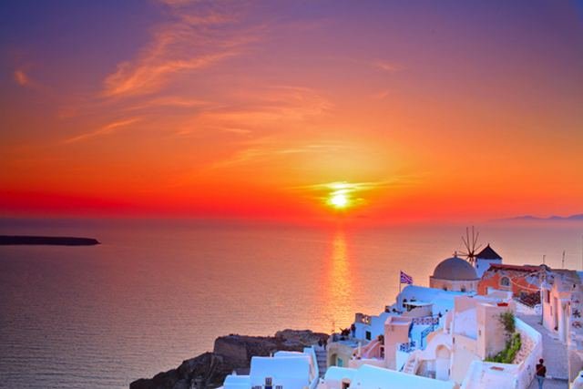 جزيرة سانتوريني اليونانية