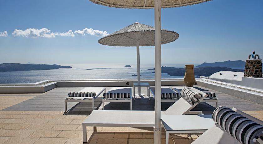 تتمتع بعض فنادق سانتوريني توفير مسبح خاص في كل وحدة سكنية