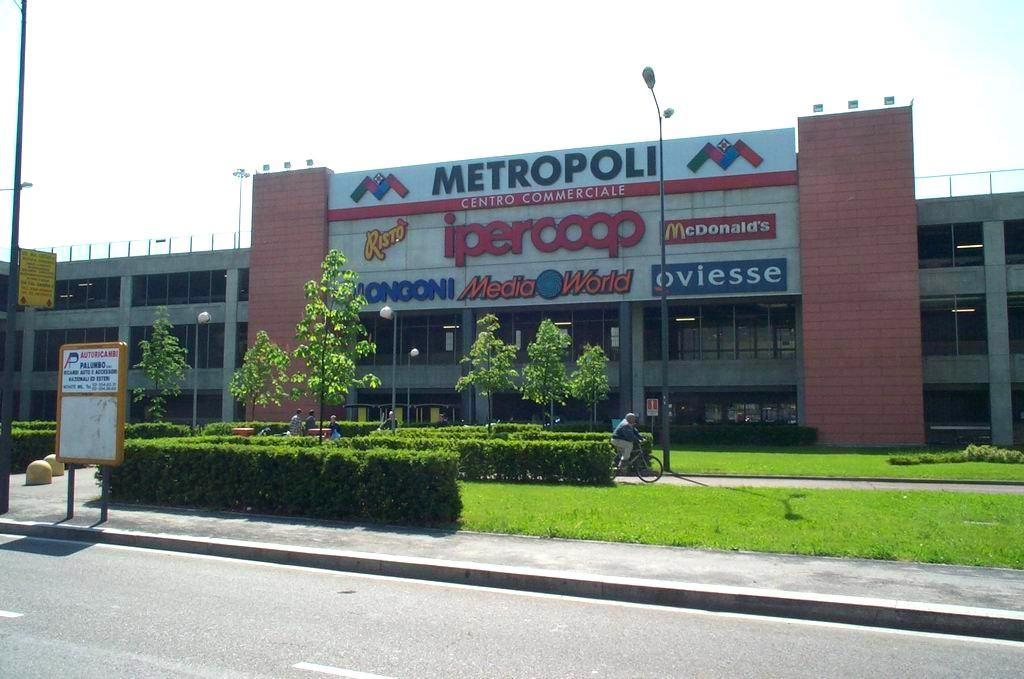 مركز تسوق ميتروبولي من اهم مولات ميلان ايطاليا