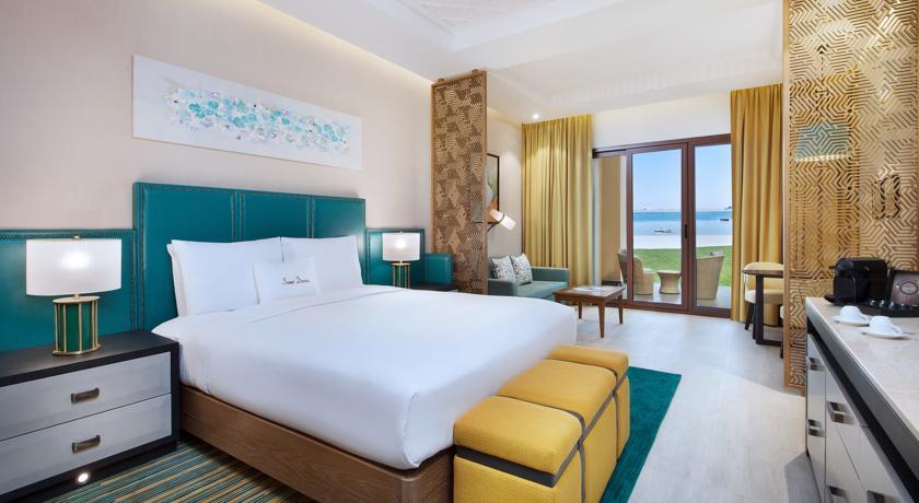منتجع وسبا دبل تري هيلتون جزيرة المرجان منتجع فخم يقع في جزيرة المرجان بالقرب من منطقة الحمرا الشهيرة برأس الخيمة ، ويعتبر احدى افخم فنادق رأس الخيمة الامارات