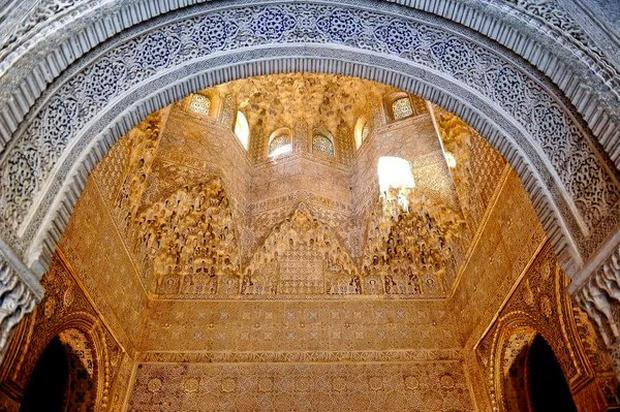 قصر الحمراء من اجمل اماكن السياحة في غرناطة اسبانيا
