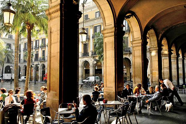 الحي القوطي من اجمل معالم السياحة في برشلونة اسبانيا