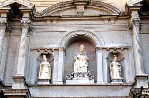 كاتدرائية غرناطة من افضل الاماكن السياحية في غرناطة اسبانيا