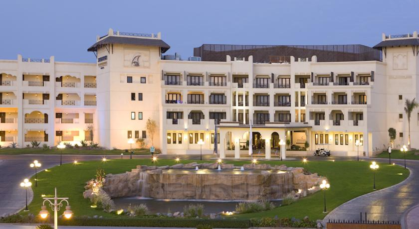 فندق شتيجنبرجر الداو بيتش يقع هذا الفندق في مدينة الغردقة على بعد خطوات من شاطئ البحر