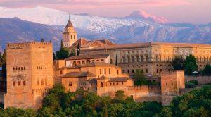 قصر الحمراء في غرناطة من أعظم واروع اماكن السياحة في اسبانيا غرناطة ، تعرف على افضل الانشطة السياحية في قصر الحمراء