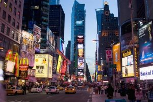قائمة تجمع افضل فنادق نيويورك تايمز سكوير بناءً على تقييمات الزوّار الإيجابية لها