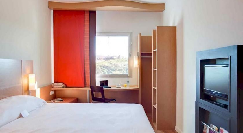 فندق إيبيس طنجة سيتي سنتر ، من اهم فنادق في المغرب طنجة