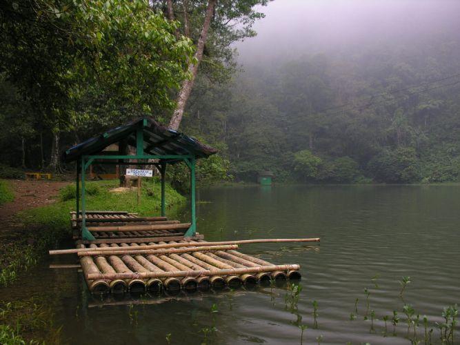 بحيرة الالوان في بونشاك