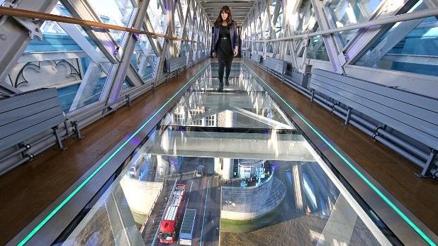 ممشى زجاجي في جسر البرج لندن