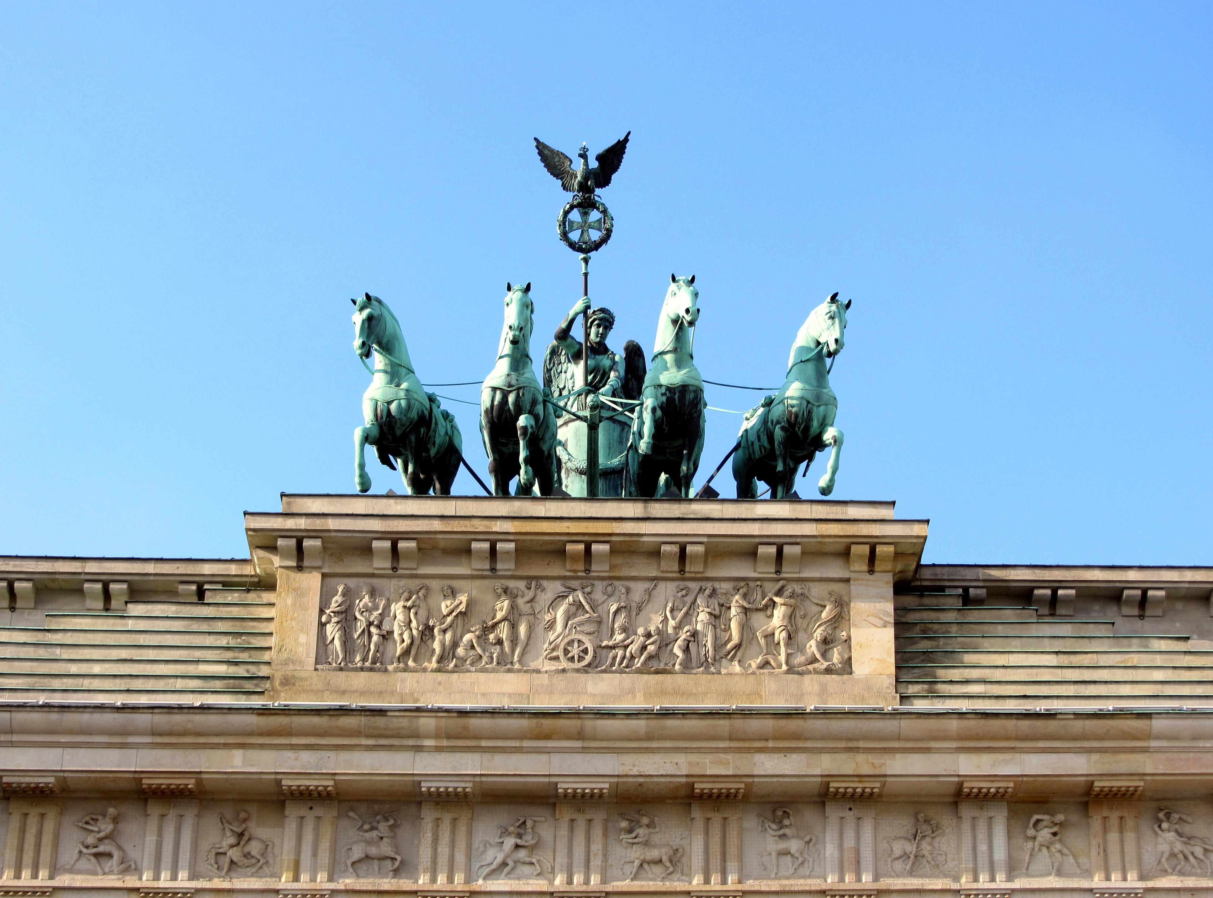 brandenburg-gate-15