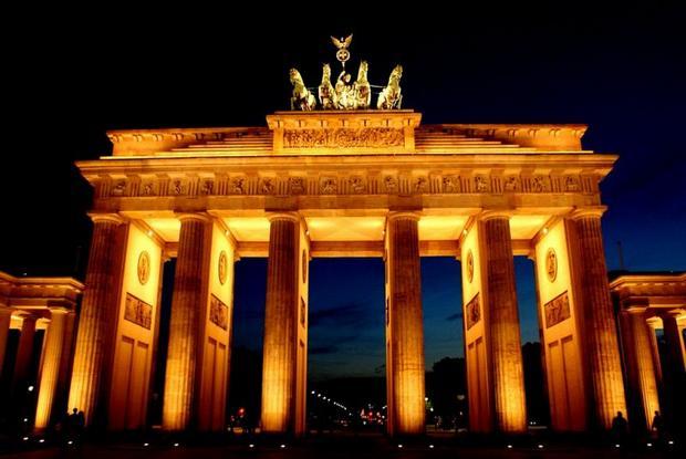 بوابة برلين من افضل اماكن السياحة في برلين المانيا