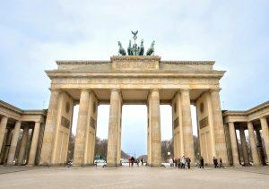 بوابة براندنبورغ من افضل الاماكن السياحية في برلين المانيا