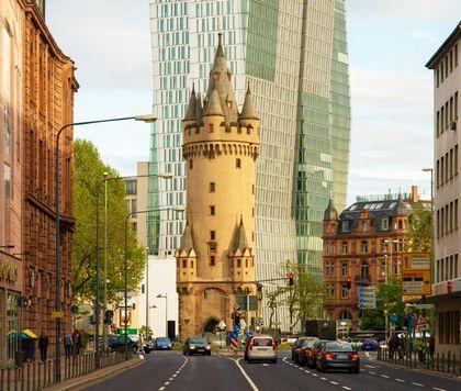 الاماكن السياحية في فرانكفورت بوابة و برج إيشنهايم