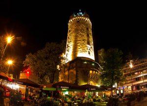 برج ايشنهايم من اشهر معالم مدينة فرانكفورت المانيا