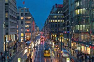 شارع فردريشتراسيه من اجمل اماكن السياحة في برلين المانيا