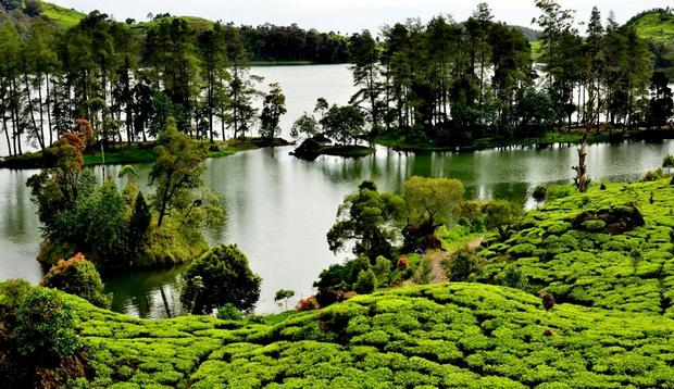 بحيرة سيتو باتينقان من اجمل الاماكن السياحية في باندونق اندونيسيا