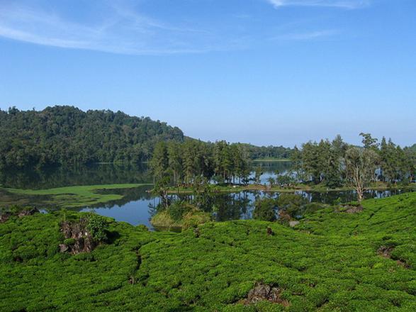 بحيرة سيتو باتينقان من اجمل اماكن السياحة في باندونق اندونيسيا
