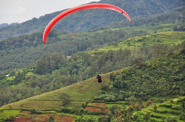 مزارع جونونج ماس من افضل الاماكن السياحية في بونشاك اندونيسيا
