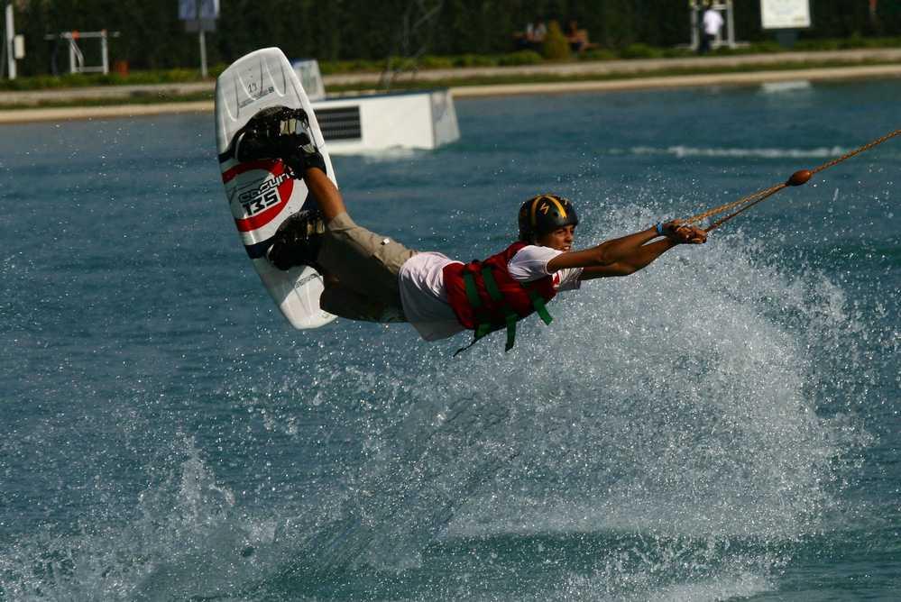سوكاي بارك Sukay Park عبارة عن منتزه لممارسة التزلج على الماء ويعد من افضل الاماكن الترفيهية في بورصة تركيا