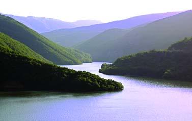 قع بحيرة دوغانجي Doğancı Barajı في قرية دوغانجي على بعد 20 كم أي حوالي 45 دقيقة من مدينة بورصة، تعد من اجمل بحيرات بورصة التي قلما يعرفها العرب وذلك بسبب عدم وجود مرافق خدمية فيها