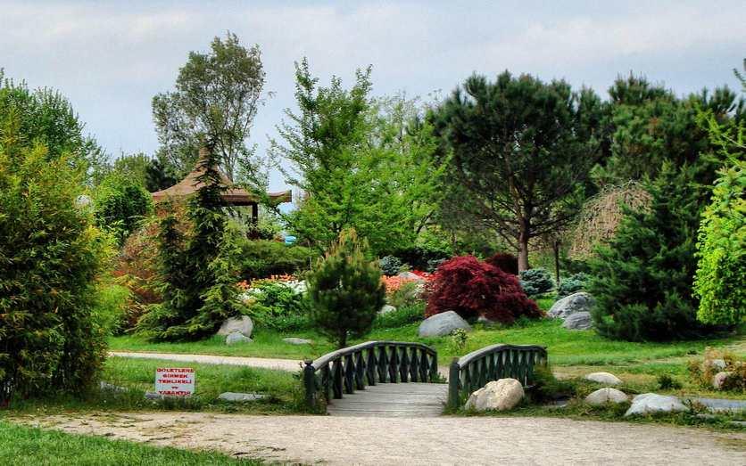 تعد حديقة بوتانيك (بالتركية: Botanik Parkı) او حديقة الزهور من اهم الحدائق وأكبرها في مدينة بورصة