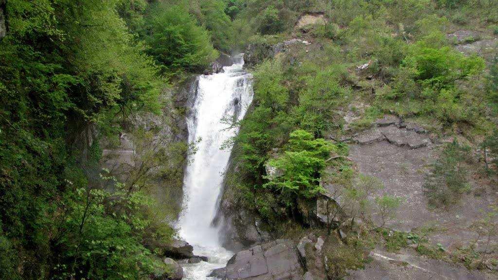 عتبر شلال كوريكلي Küreklidere Şelalesi احد اجمل شلالات بورصة يصل ارتفاعه الى 82 متراً وتحيط به الغابات الخضراء