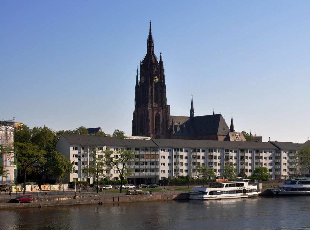 كاتدرائية فرانكفورت من اجمل اماكن السياحة في فرانكفورت المانيا