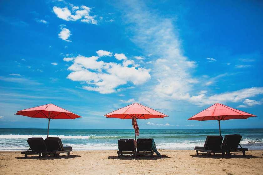 شاطئ كوتا بالي من اجمل الاماكن السياحية في بالي اندونيسيا