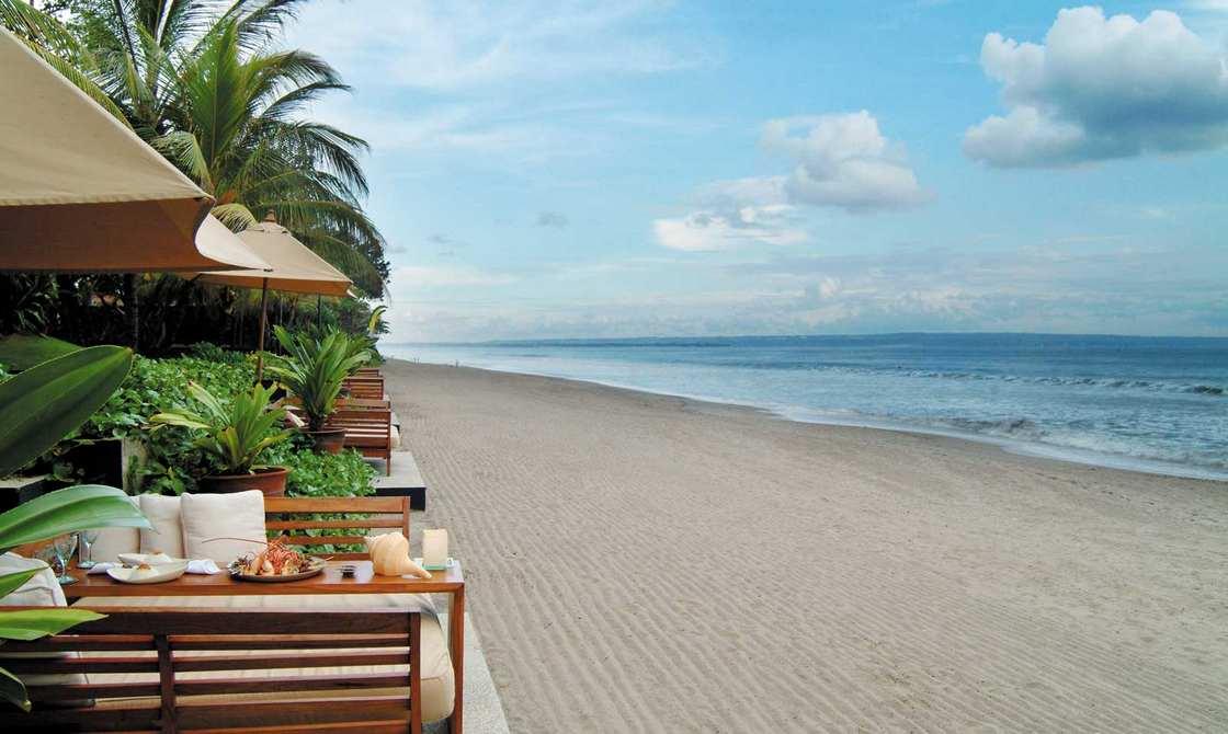 شاطئ كوتا بالي من اجمل اماكن السياحة في جزيرة بالي اندونيسيا