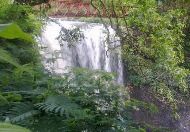 شلالات ماربيا من اجمل اماكن السياحة في باندونق اندونيسيا