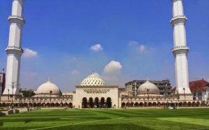 تعرف على مسجد رايا الكبير ، احدى اجمل معالم مدينة باندونق اندونيسيا