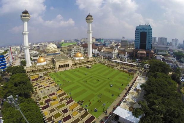 مسجد رايا باندونق الكبير اندونيسيا من اجمل معالم مدينة باندونق