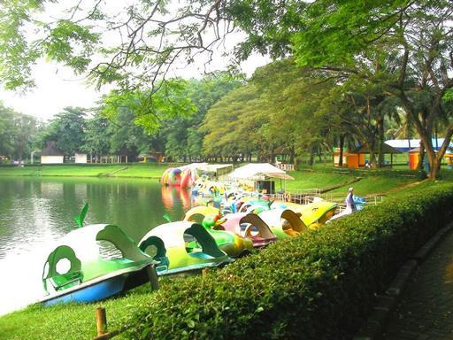 حديقة الفواكه من افضل الاماكن السياحية في اندونيسيا بانشوك