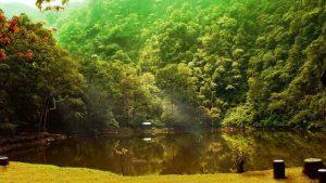 البحيرة الملونة في بونشاك اندونيسيا