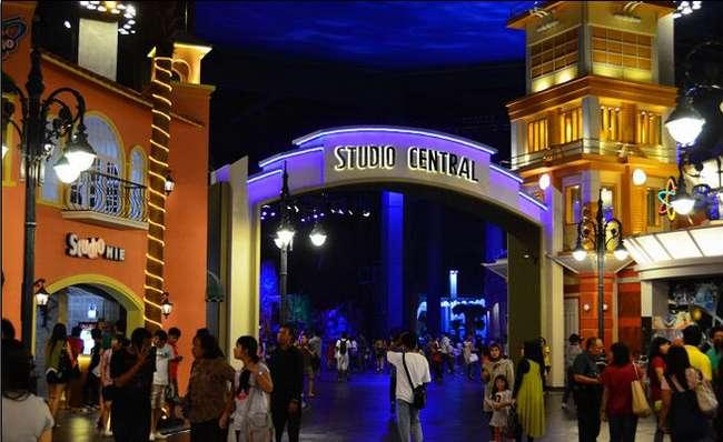 مدينة الملاهي المغلقة ترانس ستوديو باندونق احدى معالم السياحة الشهيرة في مدينة باندوقن اندونيسيا