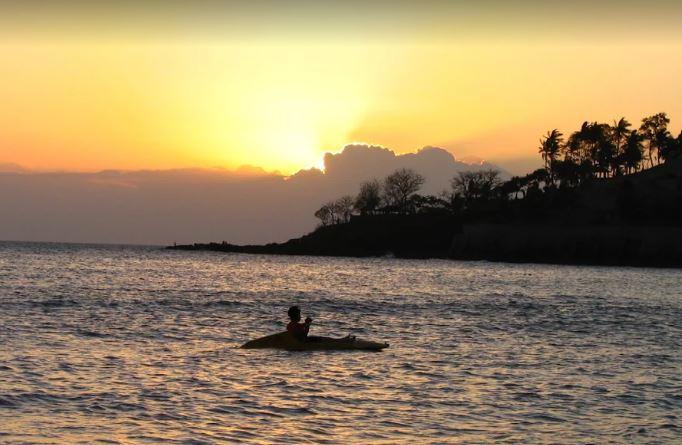 شاطئ سنجيجي من اجمل شواطئ جزيرة لومبوك اندونيسيا
