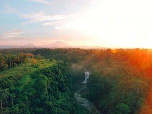 تعرف على شلال تيجينونجان احدى اشهر اماكن السياحة في بالي اندونيسيا
