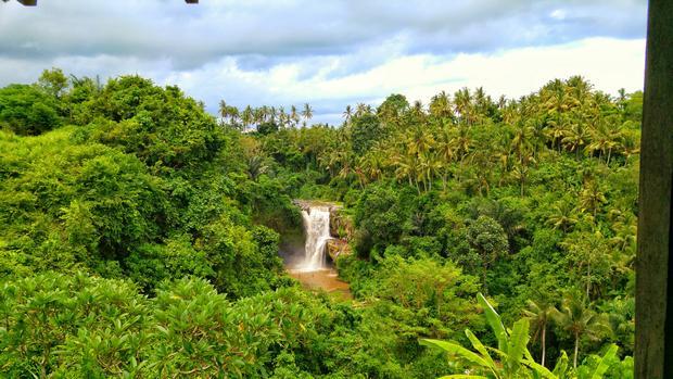 شلال تيجينونجان احدى اجمل اماكن السياحة في بالي اندونيسيا
