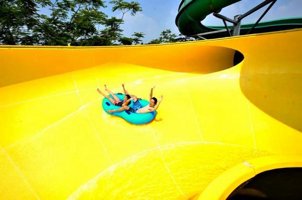 الملاهي المائية ووتر بوم جاكرتا من اجمل اماكن السياحة في اندوينسيا