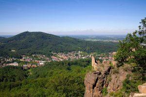 قلعة برغ هاهونبادن من اهم معالم مدينة بادن بادن المانيا