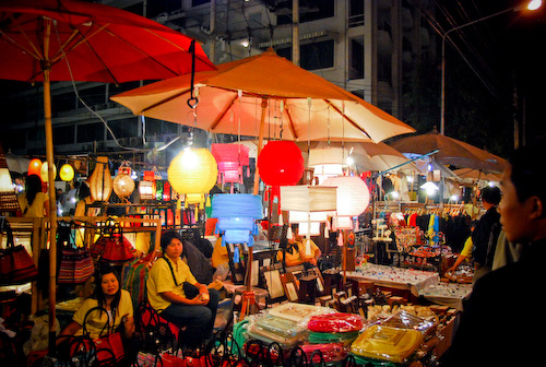 السوق الليلي في شنغماي من اهم اسواق شنغماي