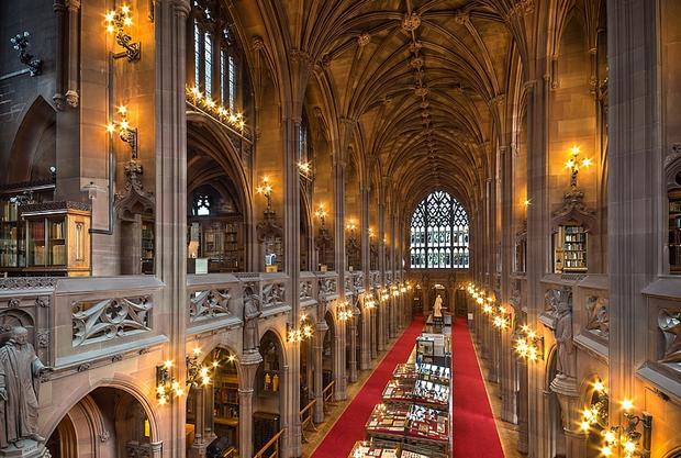 مكتبة جون رايلندز في انجلترا مانشستر