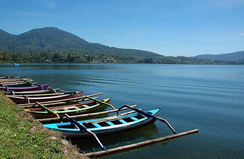 بحيرة براتان في بالي اندونيسيا