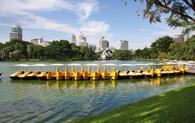 لومبيني بارك من افضل اماكن السياحة في بانكوك تايلاند