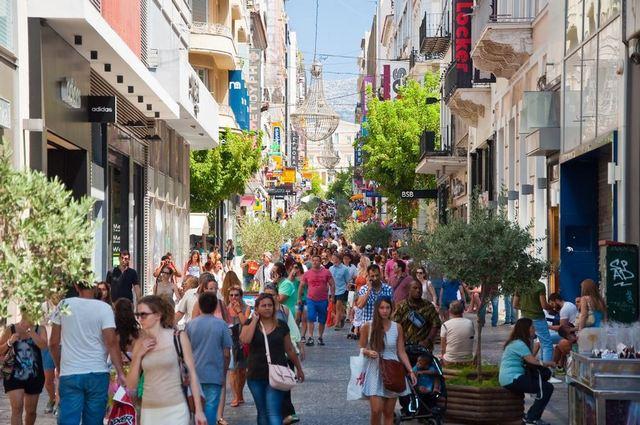 منطقة بلاكا بالقرب من ساحة سينتاجما في مدينة اثينا اليونانية