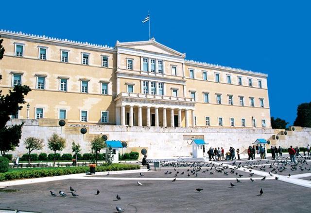ميدان سينتاجما من اجمل اماكن السياحة في اليونان اثينا