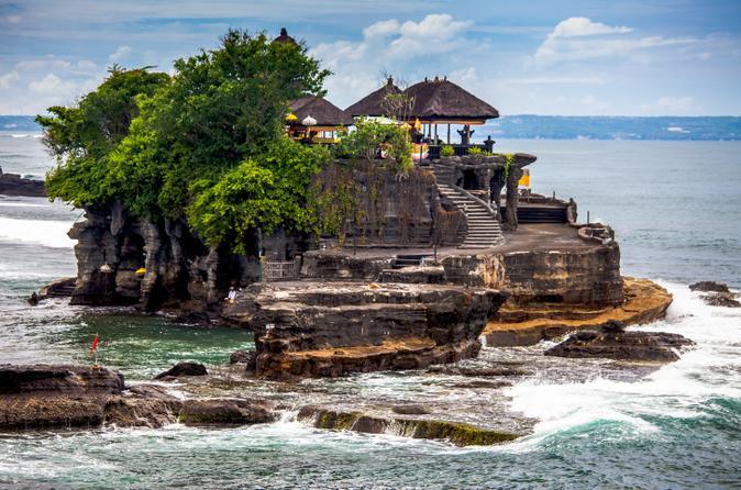 معبد تاناه لوت في بالي اندونيسيا