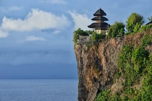 تعرف في المقال على معبد أولو واتو في بالي اندونيسيا