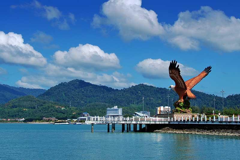 ميدان النسر في لنكاوي من اهم مناطق سياحية في لنكاوي ماليزيا