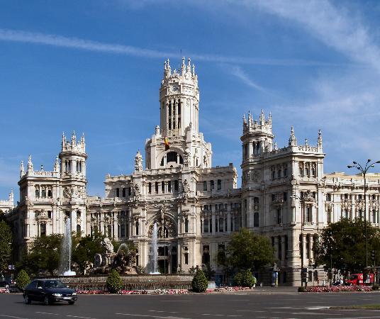 بلازا دي سيبيليس من اجمل الاماكن السياحية في مدريد اسبانيا